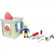 Sam il pompiere edificio piccolo con personaggio